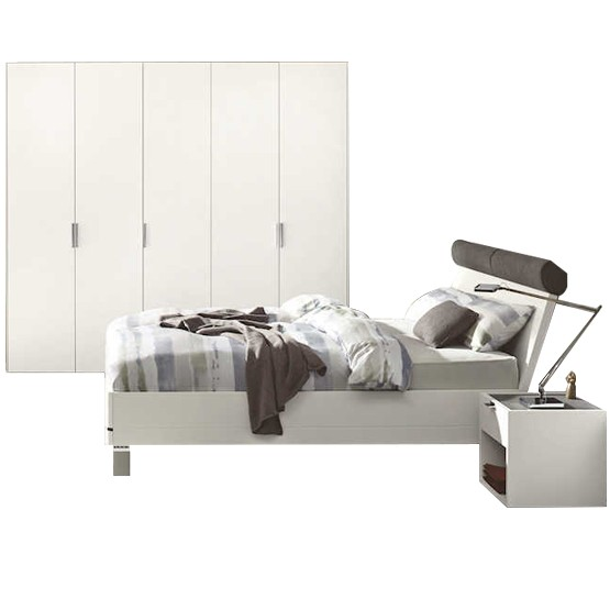 Chambre à coucher Hulsta Fena en blanc mat avec armoire 5 portes